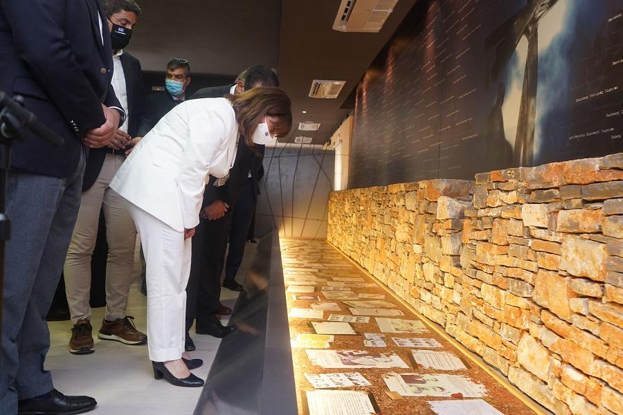 Από την επίσκεψη της ΠτΔ στο Μουσείο Ολοκαυτώματος