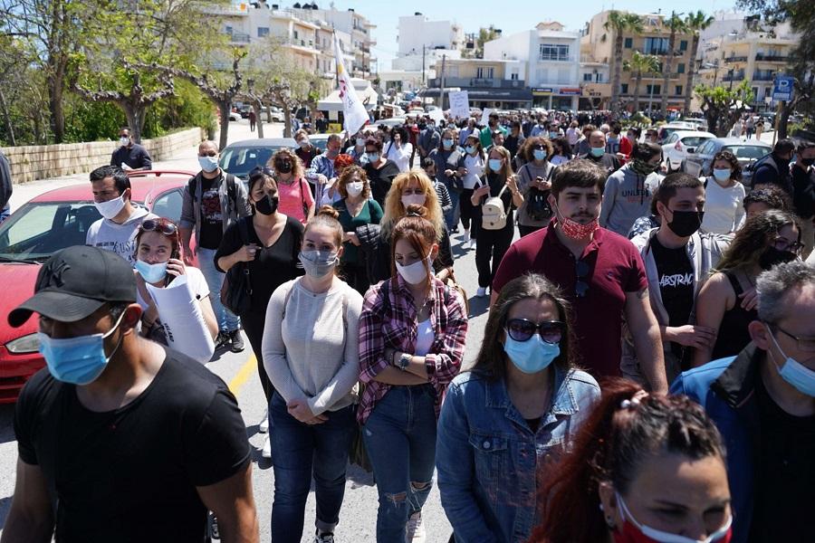 Οι εργαζόμενοι σε εστίαση και τουρισμού έκαναν πορεία προς το κέντρο της πόλης