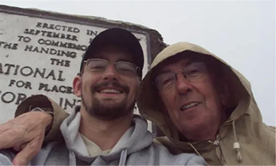 Ο Μπεν Φιλντ (αριστερά) με τον σύντροφό του Πίτερ Φάρκουαρ