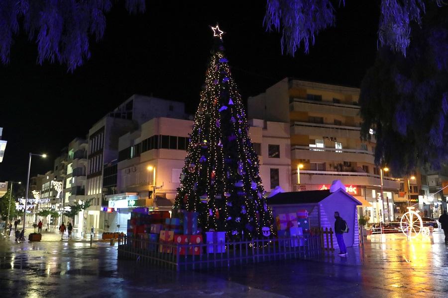 Χριστουγεννιάτικο δέντρο στην Πλατεία Ελευθερίας