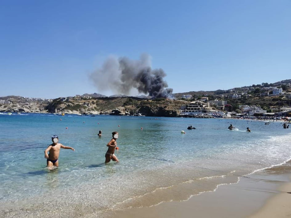 Η φωτιά από την παραλία της Αγίας Πελαγίας
