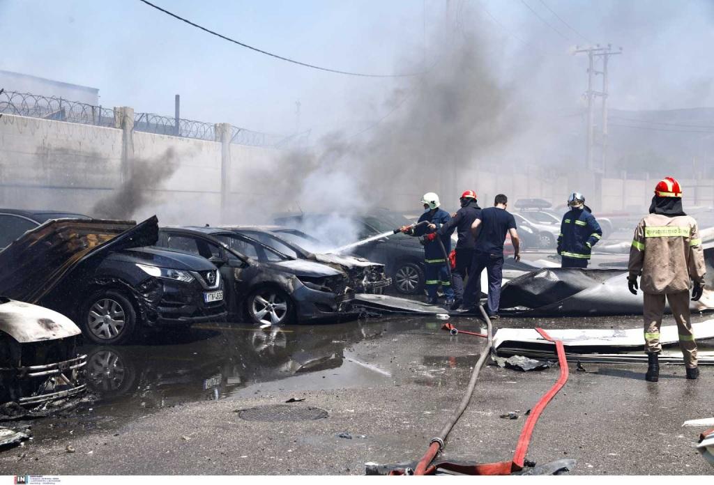 Τρεις τραυματίες, καταστράφηκαν αυτοκίνητα