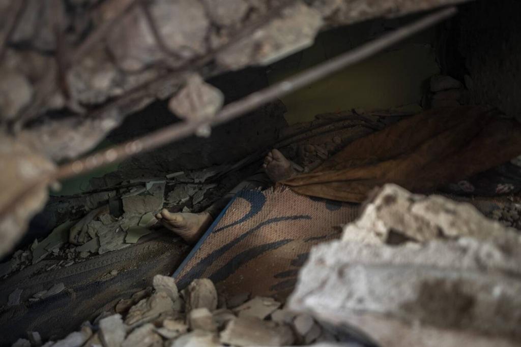 Παγιδευμένοι στα συντρίμμια της Γάζας