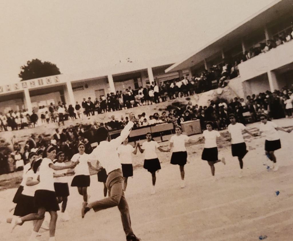 Γυμναστικές επιδείξεις της δεκαετίας του 1970 στο σχολικό συγκρότημα