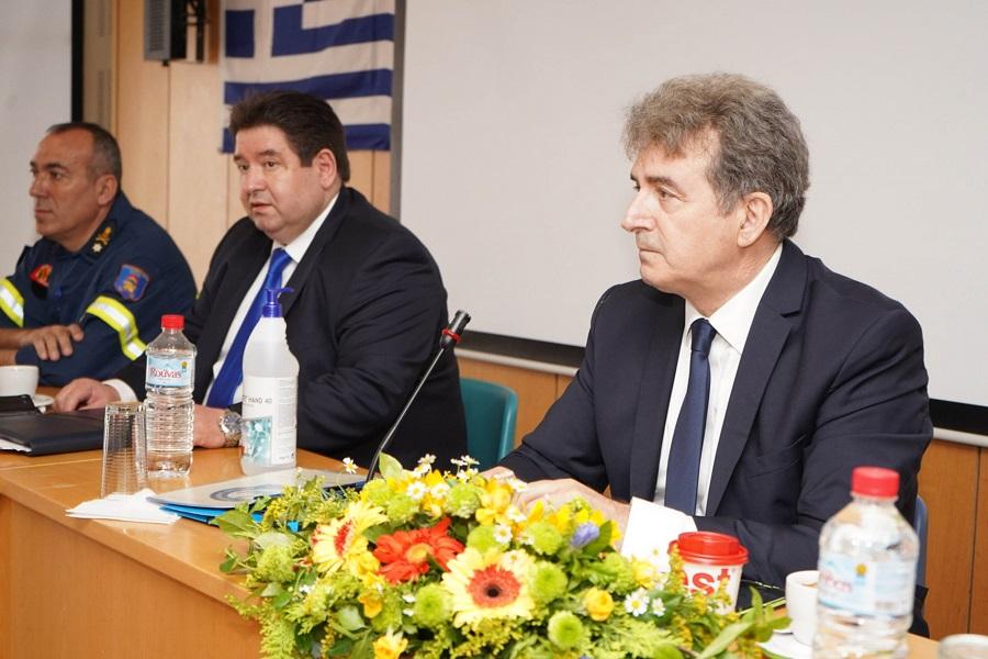 από αριστερά ο Διοικητής Π.Υ. Κρήτης Δημοσθένης Μπουντουράκης, ο Αρχηγός της ΕΛΑΣ Μιχάλης Καραμαλάκης και ο Υπουργός Μιχάλης Χρυσοχοϊδης