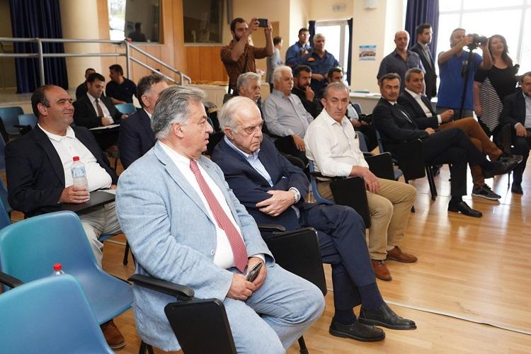 Δήμαρχοι και βουλευτές στη σύσκεψη με Χρυσοχοϊδη - Καραμαλάκη