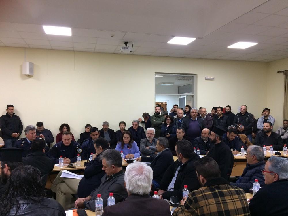 Κάτοικοι και εκπρόσωποι φορέων στη συνεδρίαση του δημοτικού συμβουλίου