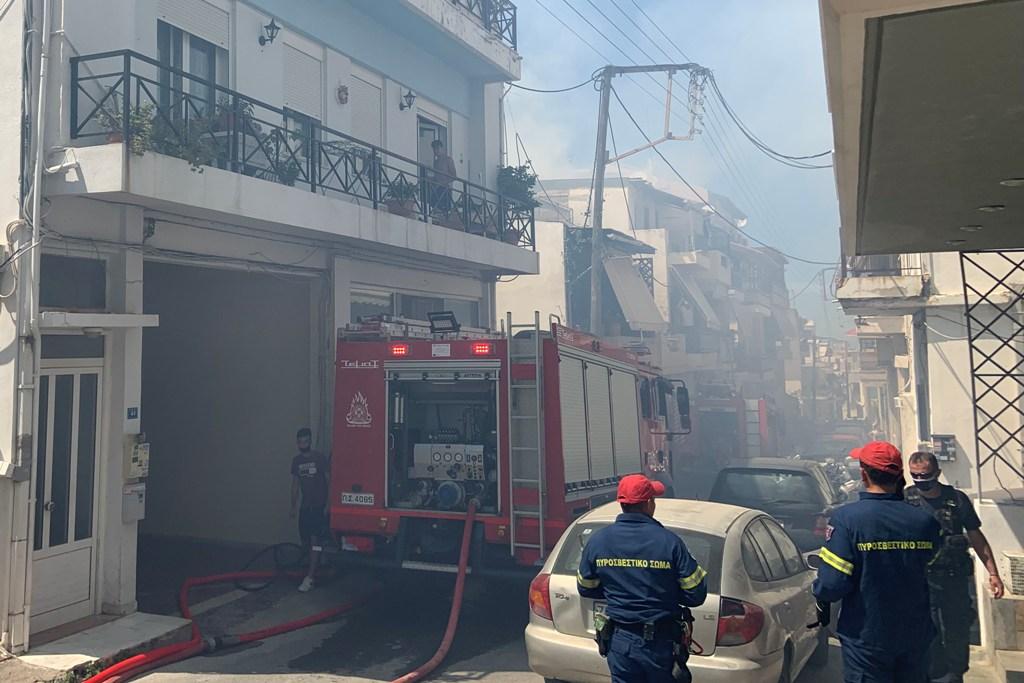 Η περιοχή του Πόρου καλύφθηκε από τους καπνούς.