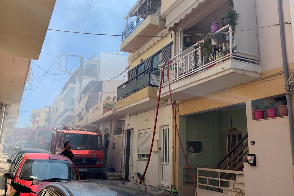 Η φωτιά εκδηλώθηκε σε διαμέρισμα του δευτέρου ορόφου.
