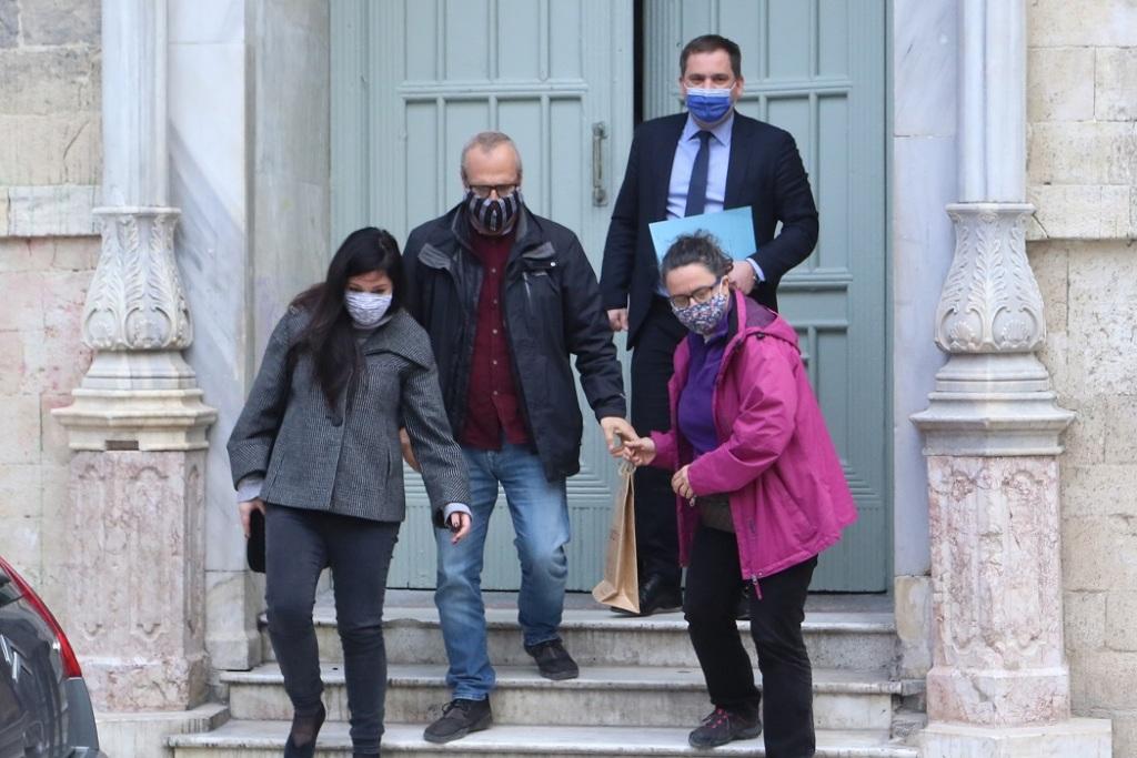 Οι γονείς της 17χρονης βρέθηκαν στο δικαστήριο.