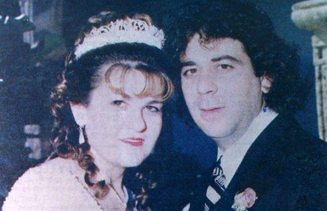 Ο Τάσος Ισαάκ με την σύζυγό του στη γαμήλια φωτογραφία