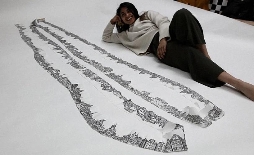 H καλλιτέχνης δίπλα στο έργο της