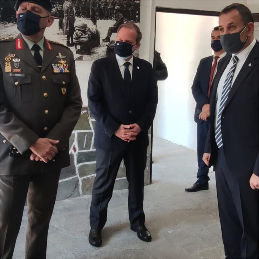 Οι δύο υπουργοί, παρουσία και τωναρχηγών ΓΕΕΘΑ και ΓΕΣ ΣτγουΚωνσταντίνου Φλώρουκαι Αντγου Χαράλαμπου Λαλούσηαντίστοιχα, βρέθηκαν την Κυριακή στ΄ οχυρό του Ρούπελ στις Σέρρες.