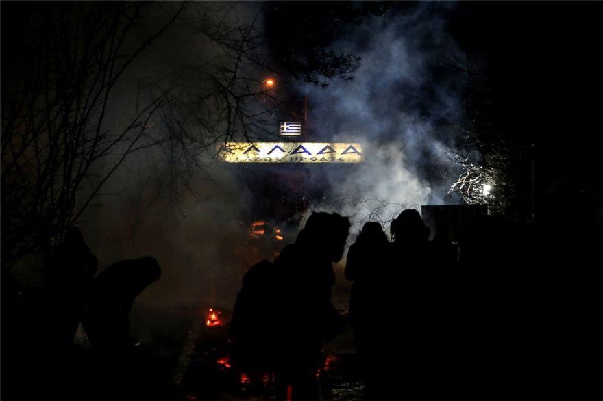 Μαζική προσπάθεια να σπάσουν το μπλόκο στις Καστανιές έκαναν οι μετανάστες