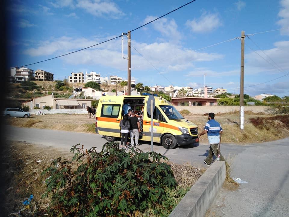 Το ΕΚΑΒ μετέφερε τον οδηγό στο νοσοκομείο, χωρίς ευτυχώς να τραυματιστεί
