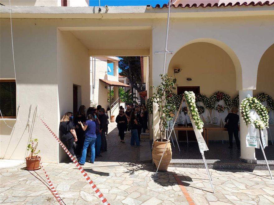 Φίλοι, συγγενείς και κάτοικοι της Αλοννήσου είπαν το τελευταίο αντίο στην άτυχη κοπέλα