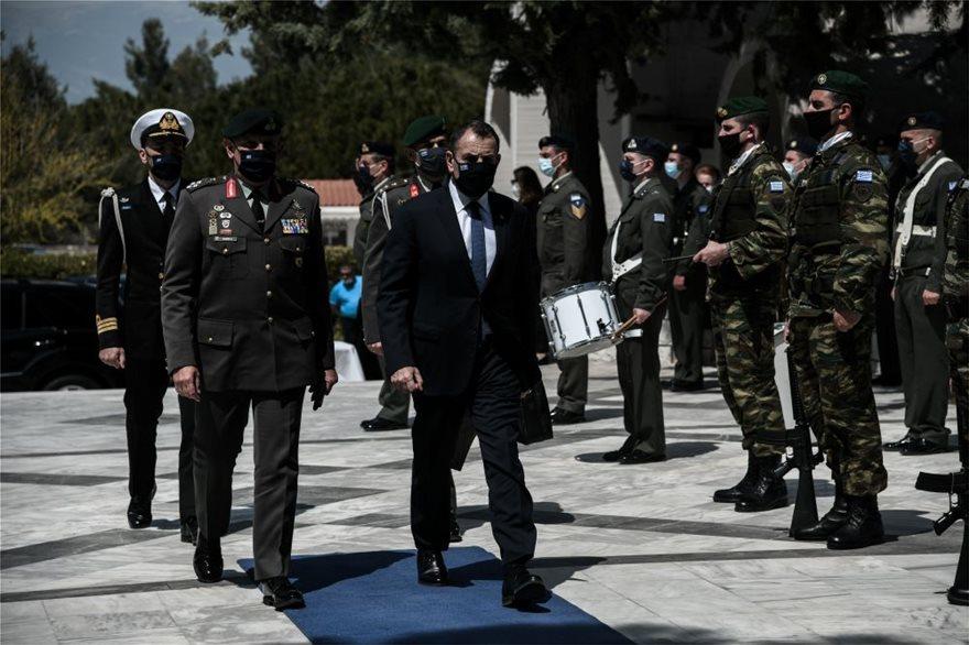 Παρών ήταν και ο υπουργός Εθνικής Άμυνας Νίκος Παναγιωτόπουλος. Στεφάνι απέστειλε και ο πρωθυπουργός.