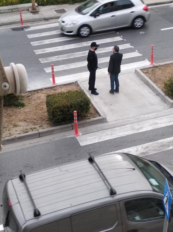 Αστυνομικοί το πρωί στην Κνωσού, για τη διεξαγωγή της κυκλοφορίας
