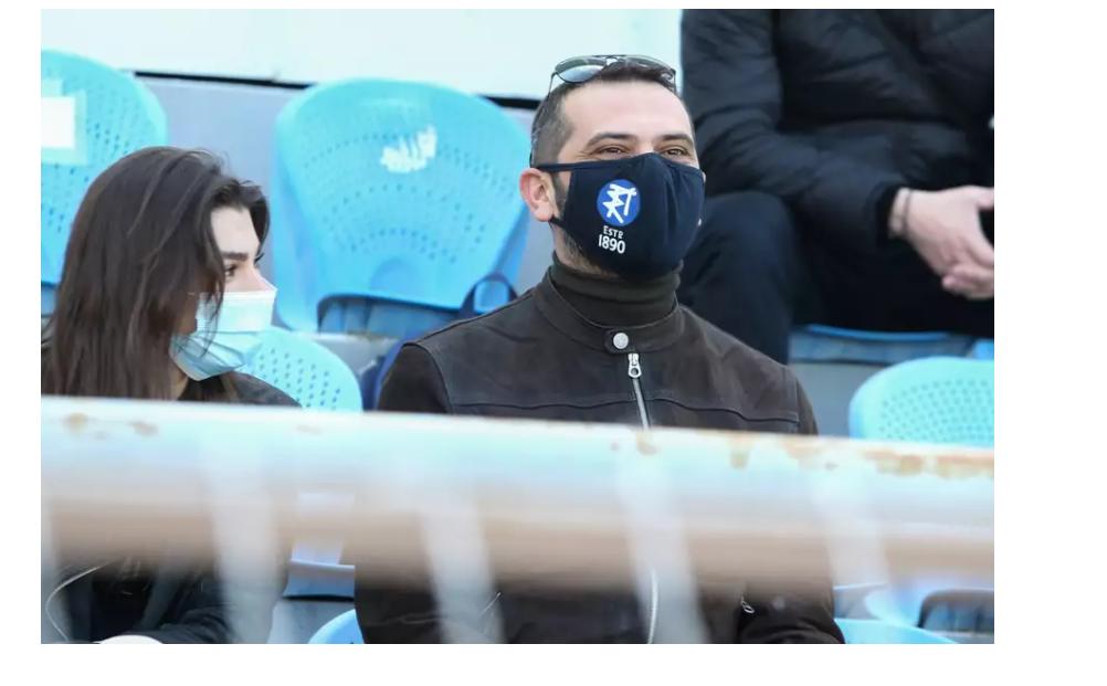 Ο Κουτσόπουλος με τη σύντροφό του στο γήπεδο