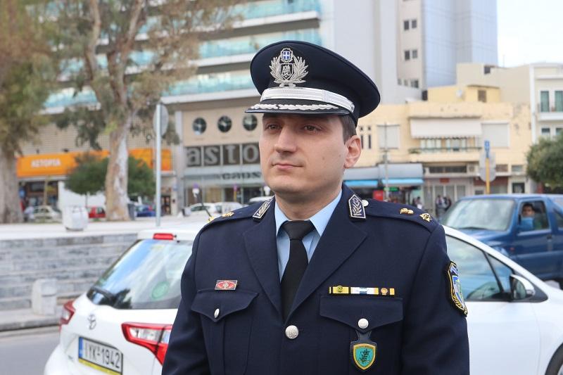Ο διοικητής της Τροχαίας Ηρακλείου, Αστυνόμος Α' Μανώλης Μουρτζάκης