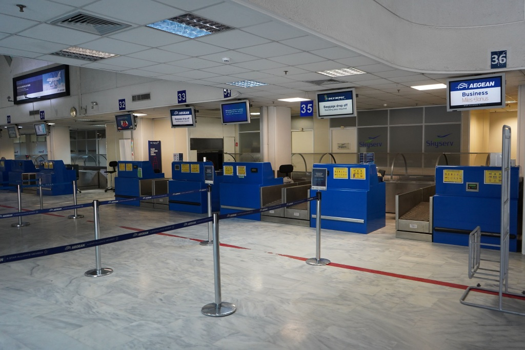 L'hiver rappelle la scène de l'aéroport d'Héraklion