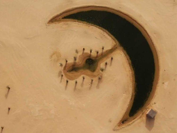 Λίμνη σε σχήμα φεγγαριού