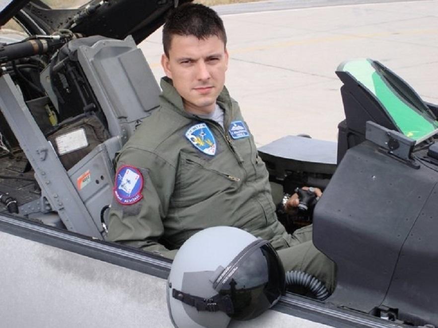 Ο Αναστάσιος Μπαλατσούκας, στο πιλοτήριο του F-16.