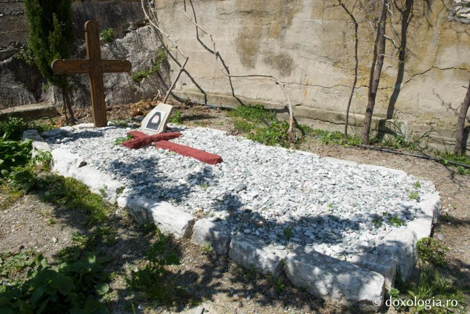 Ο τάφος του γέροντος Εφραίμ Κατουνακιώτη