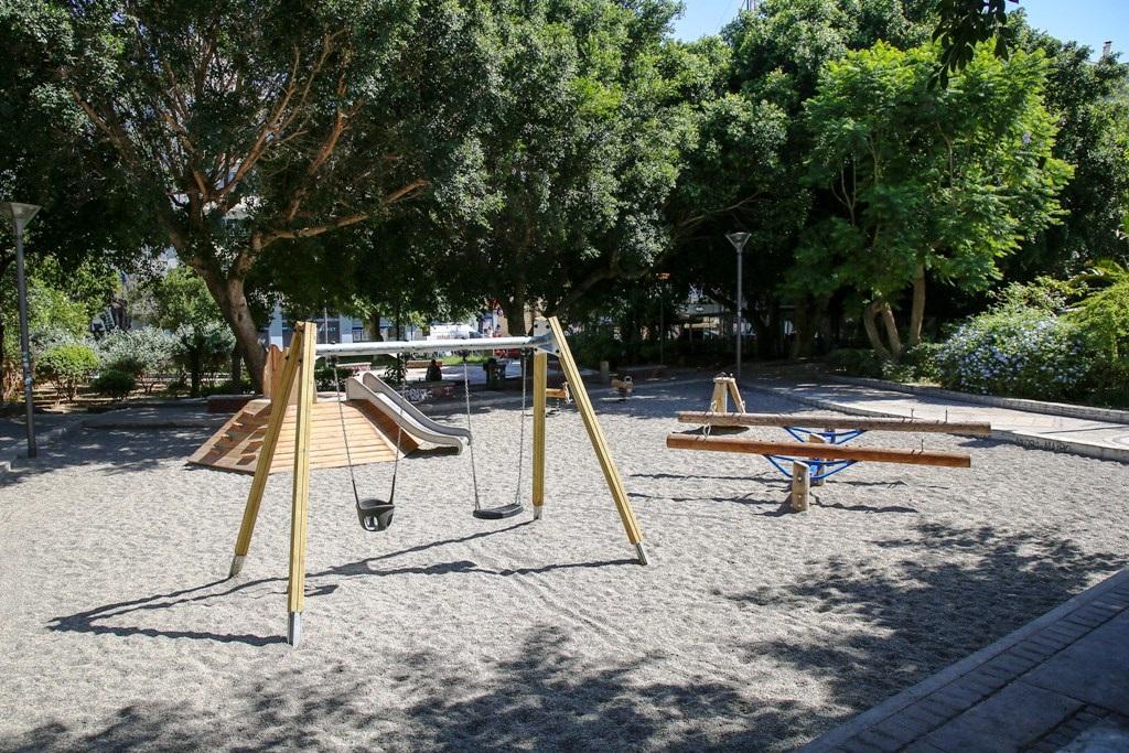 νέα παιδική χαρά στις οδούς Κανάρη και Ικάρου
