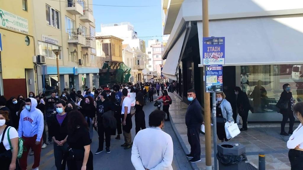 Στους δρομους μαθητες, φοιτητες κι εκπαιδευτικοί στο Ηράκλειο ενάντια στο νέο νομοσχέδιο