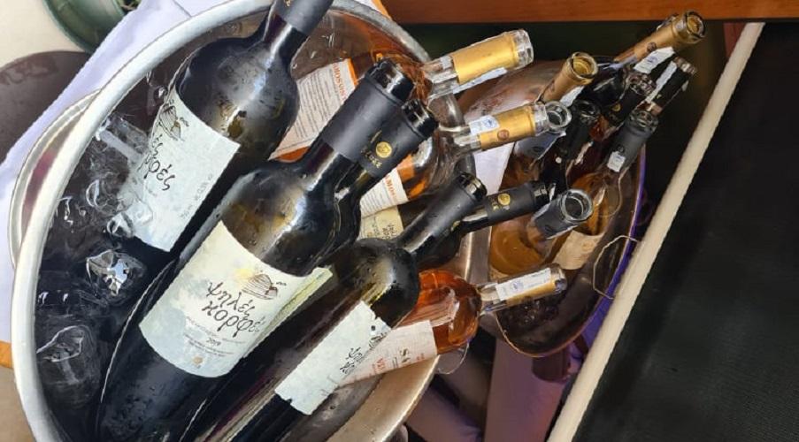 Κρητικά και Σαμιώτικα κρασιά και γραβιέρα Νάξου κοντά... στους παριζιάνους