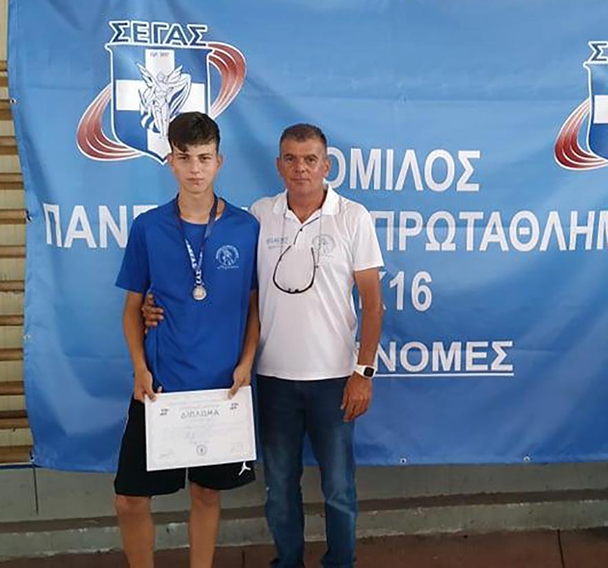 Ο Ρεθυμνιωτάκης με τον προπονητή πατέρα του Χαράλαμπο