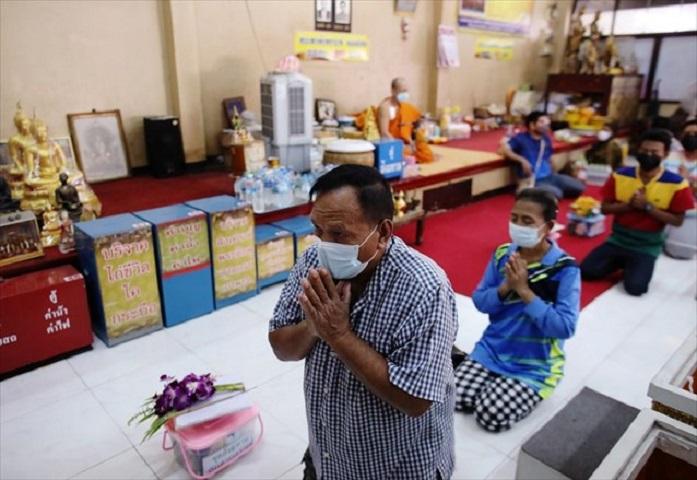 Στο ναό της Ταϊλάνδης