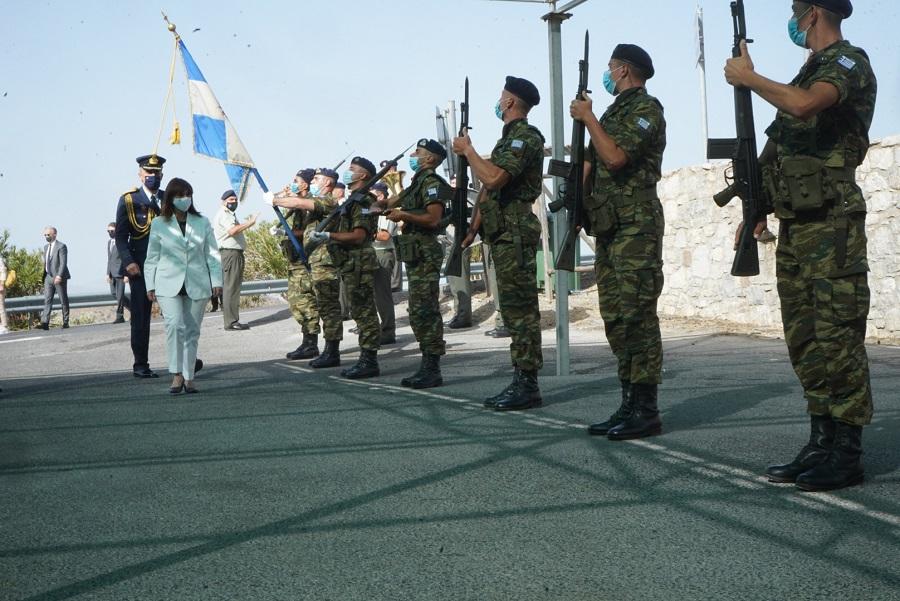 Στρατιωτικό άγημα προς τιμήν της Προέδρου