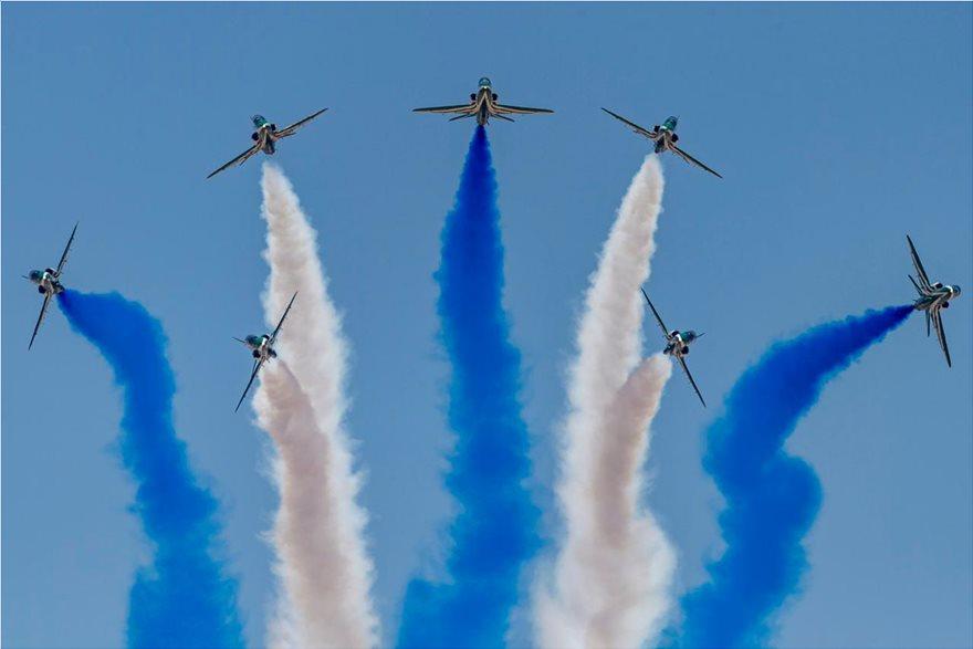 Εκτελέστηκαν χαμηλές διελεύσεις μικτού σχηματισμού μαχητικών αεροσκαφών F-16 της Ελληνικής Πολεμικής Αεροπορίας και F-15 της Βασιλικής Αεροπορίας της Σαουδικής Αραβίας