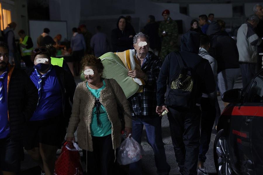 σεισμόπληκτοι στο Αρκαλοχώρι