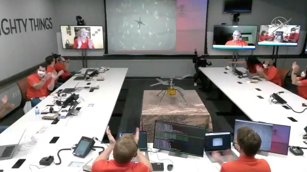 Μέσα στο κέντρο επιχειρήσεων της NASA στην Καλιφόρνια
