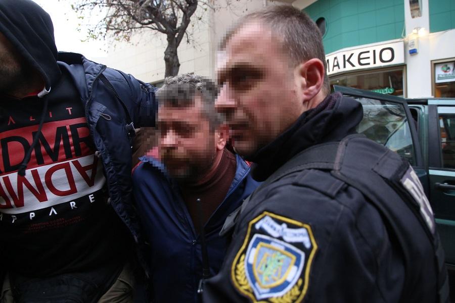 Συγγενείς του θύματος και κάτοικοι των Μοιρών συγκεντρώθηκαν στα δικαστήρια