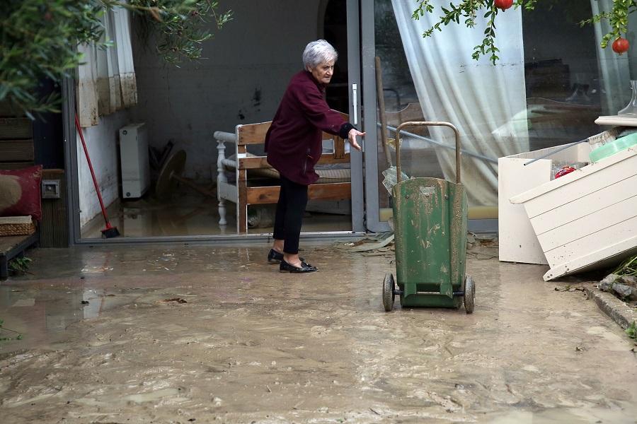 Μεγάλες καταστροφές σε σπίτια και επιχειρήσεις στον Καρτερό