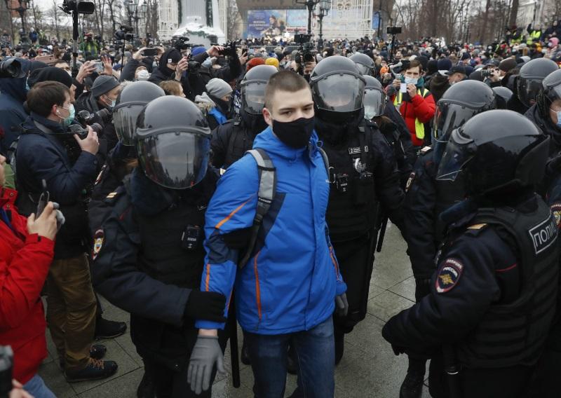 Η αστυνομία προφυλάκισε περισσότερους από 200 ανθρώπους