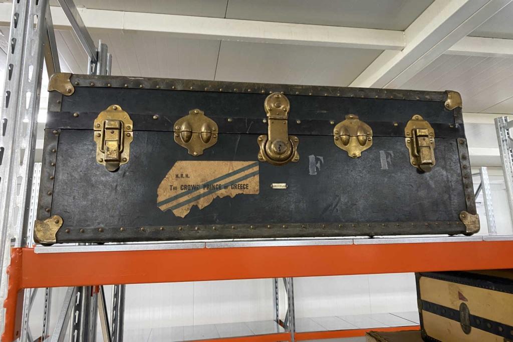 Οι βαλίτσες παρέμεναν εξαφανισμένες σε ντουλάπες και σε ερμάρια