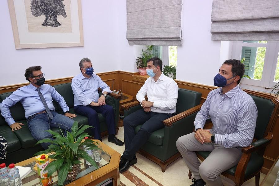 Από τη συνάντηση στην Περιφέρεια με τον Σταύρο Αρναουτάκη