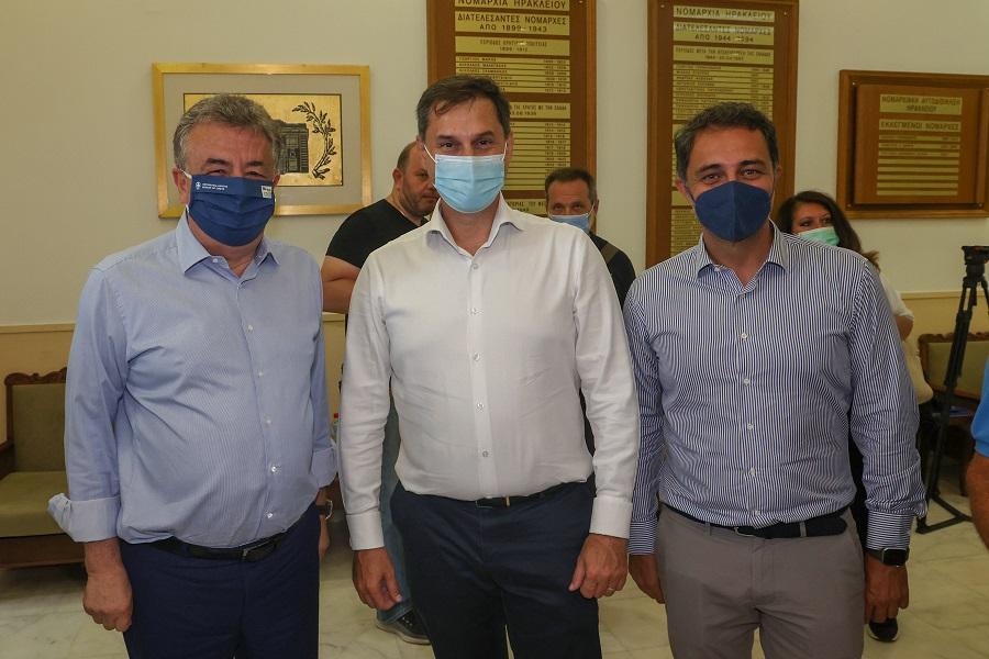 Οι κ. Αρναουτάκης, Θεοχάρης, Σενετάκης