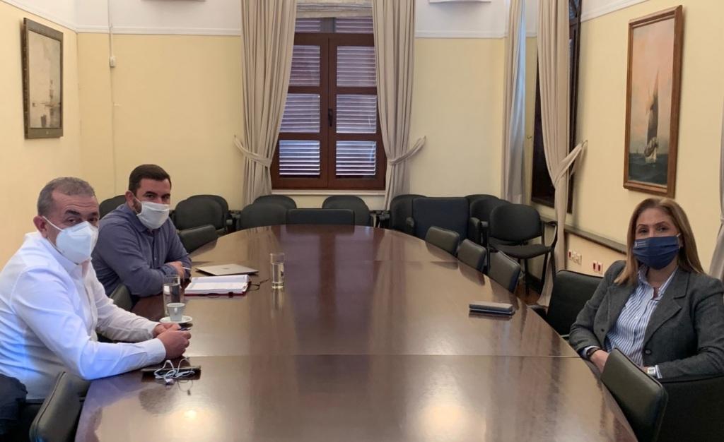 Από την επίσκεψη του Σωκράτη Βαρδάκη, στα γραφεία της Αποκεντρωμένης Διοίκησης Κρήτης.