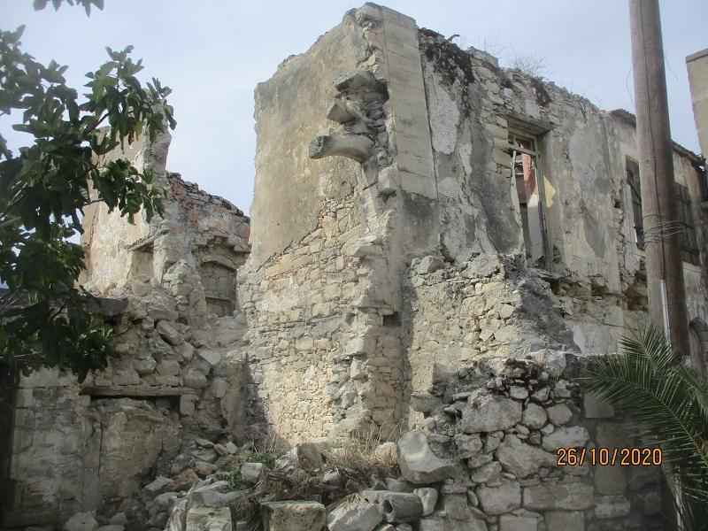 Τα «Σεράγια» όπως αποκαλούν οι ντόπιοι αυτό το κτίσμα είχε αγοραστεί από την κοινότητα Βενεράτου