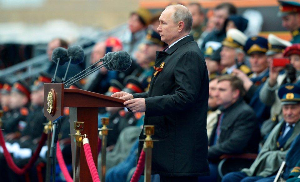Ο Βλάντιμιρ Πούτιν στους εορτασμούς στην Κόκκινη Πλατεία
