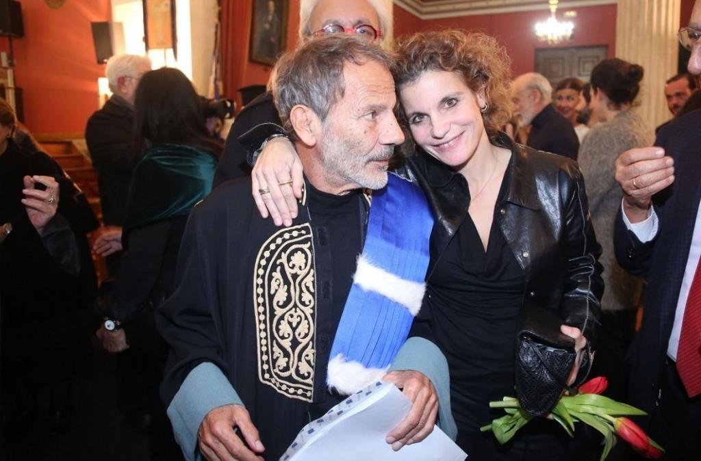 Ο Σταύρος Ξαρχάκος με την κόρη του Πανδώρα